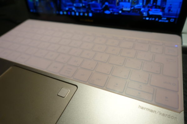 シリコンマットで作ったキーボードカバーの拡大写真