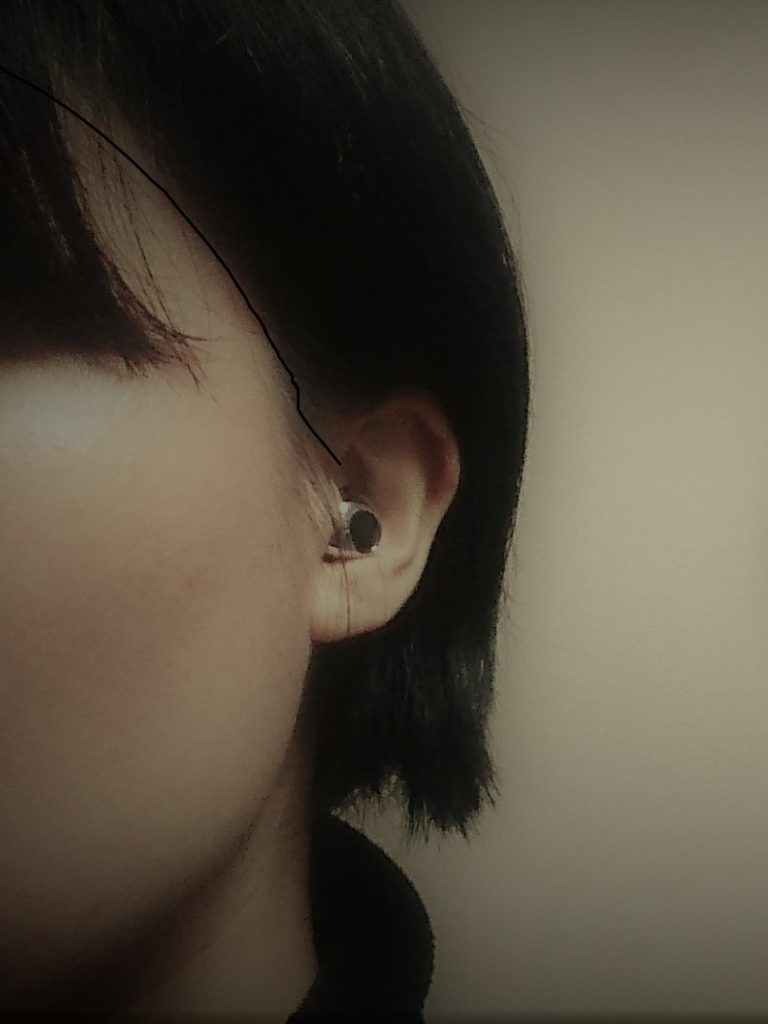 最小片耳Bluetoothイヤホンは耳にすっぽりはまって見えない
