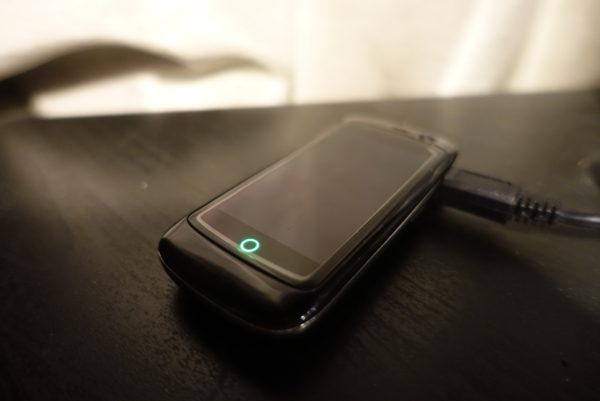 Jelly Proは充電完了すると緑色のランプが点灯する