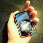 """【極小】美しいカメラ。Nikon S01は""""あえて""""持ちたくなるカメラ。"""