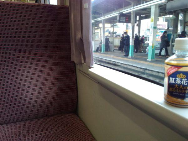 ワンマン電車のボックスシート