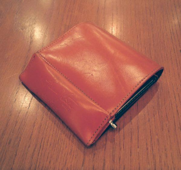 abrAsus(アブラサス)の財布と無印良品の極小ボールペンを収納