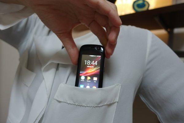 JellyProは胸ポケットにすっぽり入る小ささ