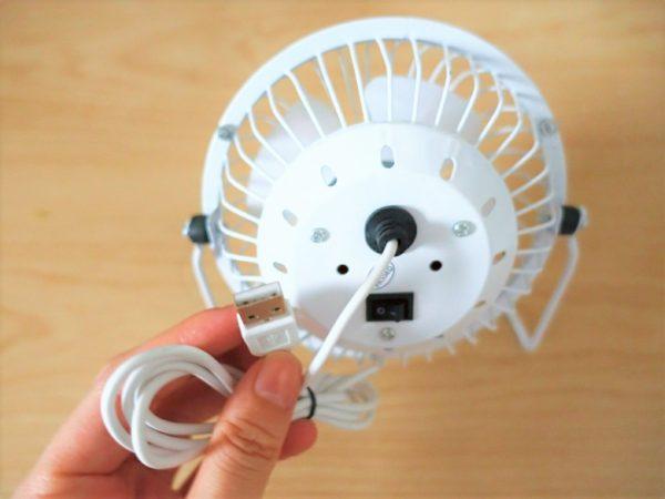 100均のダイソーのUSB扇風機の裏にUSB端子がある