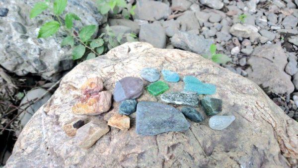 高麗川の巾着田で取れた綺麗な石