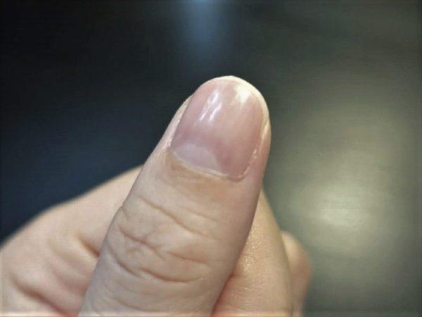 ガラス製爪磨きのゴクツヤシャインで磨く前の爪