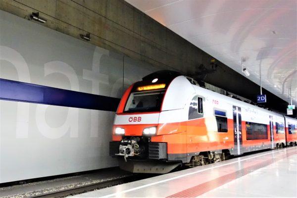 ウィーン国際空港からSバーン(電車)到着