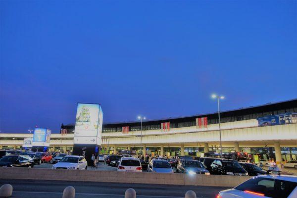 ウィーン国際空港を外から見た様子