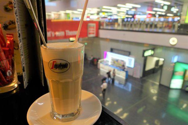 ウィーン国際空港のAIR Cafeのアイスカプチーノ