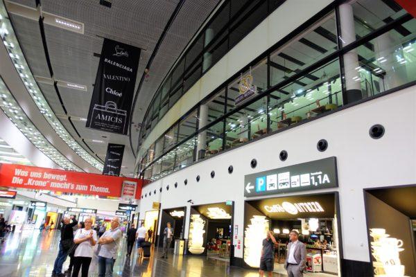 早朝のウィーン国際空港の様子