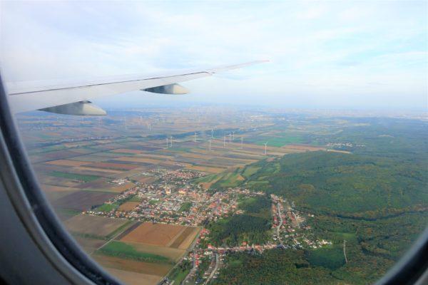 オーストリア航空機の窓からウィーン上空をみた