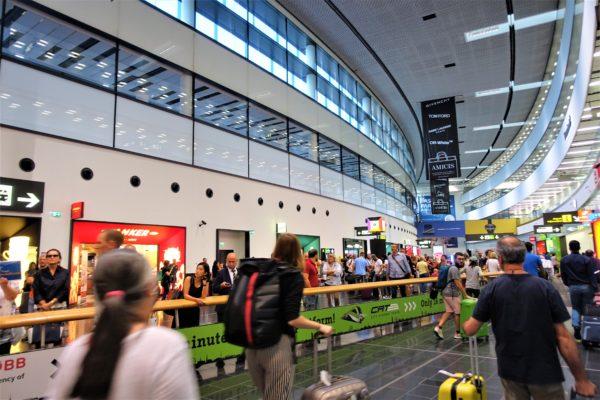 ウィーン国際空港の到着ゲートを出たところ