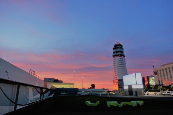ウィーン国際空港の外