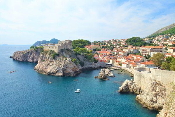 ドブロブニクの旧市街と青いアドリア海