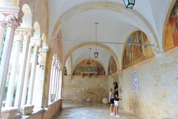 ドブロブニクカードを使ってフランシスコ会修道院( Franciscan Monastery)