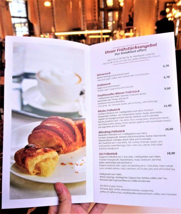 Cafe Centralの朝食メニュー表