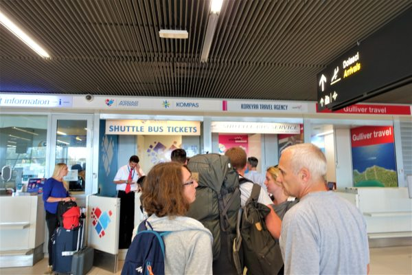 ドブロブニク空港の到着フロアマップにあるアトラス社の空港バスチケットカウンター