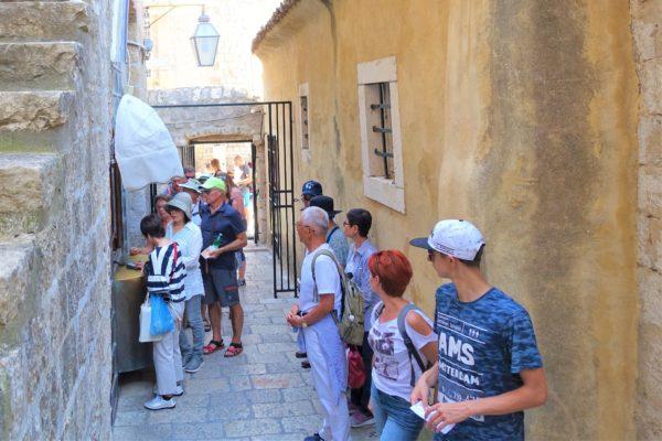 プロツェ門の城壁巡り入り口のチケット売り場