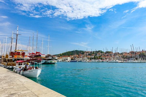 トロギール島からのアドリア海