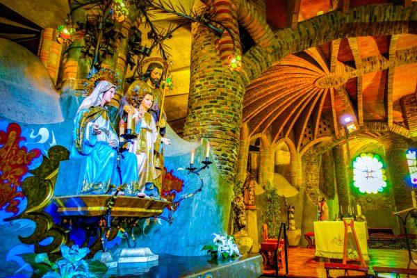 コロニア・グエル教会のイエスキリスト像