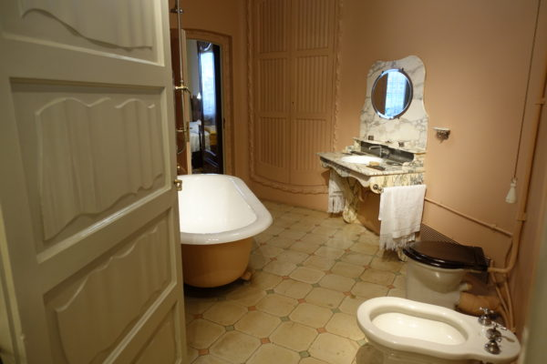 カサ・ミラ内部のバスルーム