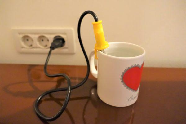 湯沸かし器をマグカップに入れて3分でお湯が沸く