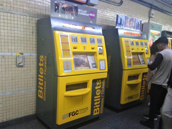 スペイン広場駅の電車乗車券の発券機
