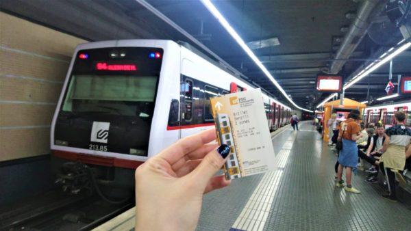 チケットとモンセラット方面行の電車