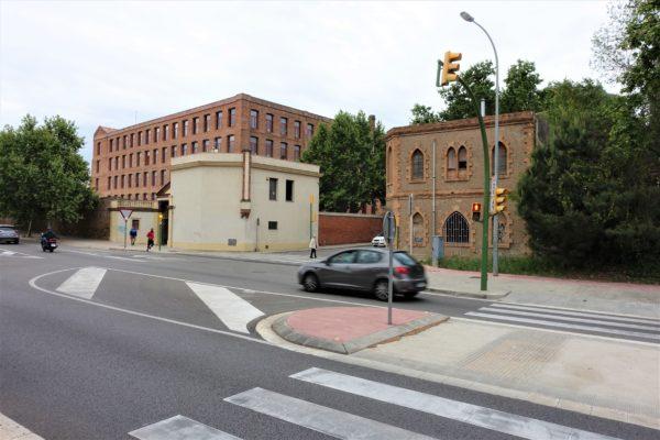 コロニア・グエル教会のインフォメーションまで足跡が案内してくれる