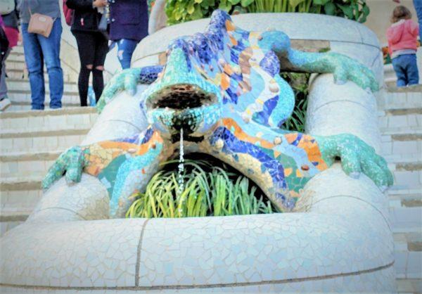 グエル公園のカラフルなトカゲ