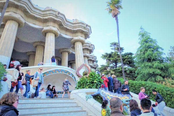 グエル公園のカラフルなトカゲと大階段