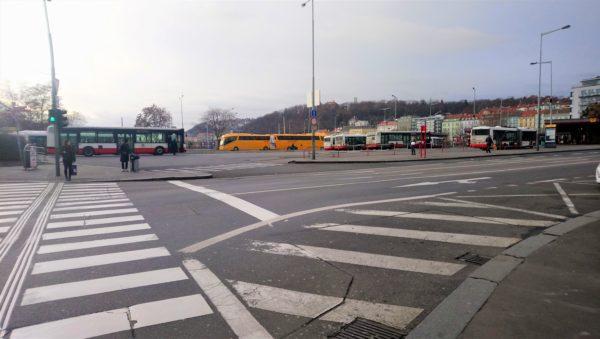 プラハからNa Knížecí バスターミナルの場所