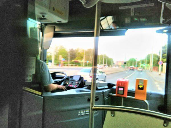 エアポート・エクスプレスのバスの車内のチケット打刻機