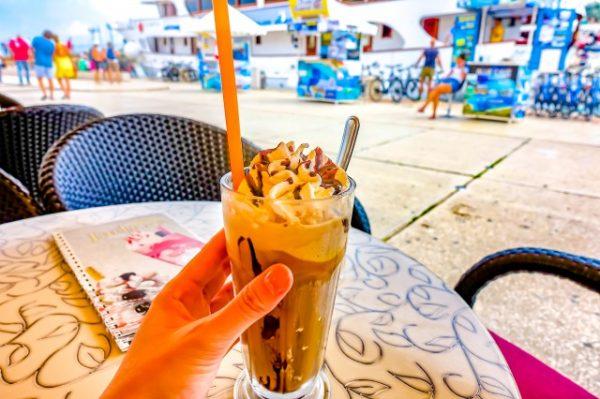 トロギール島のカフェで休憩
