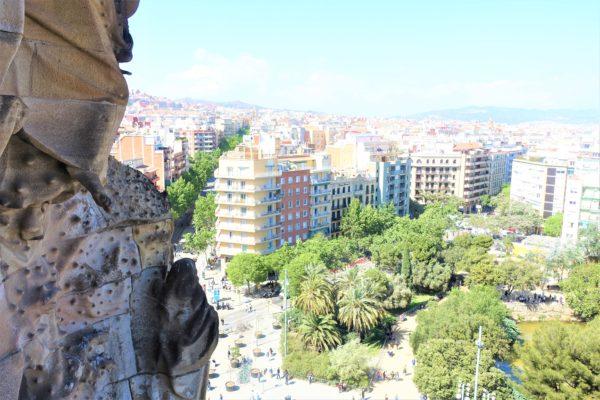 生誕のファサード塔から見下ろすバルセロナの街並み
