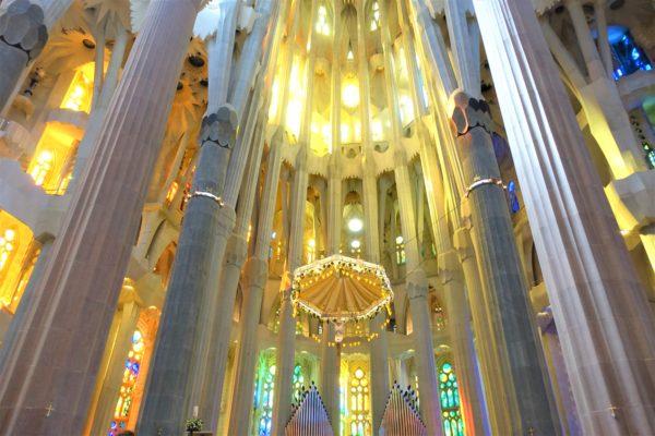 サグラダファミリア教会内に差し込む光