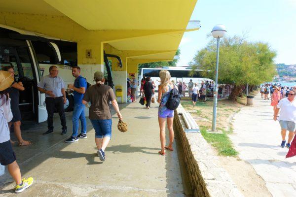 トロギール島のバス停