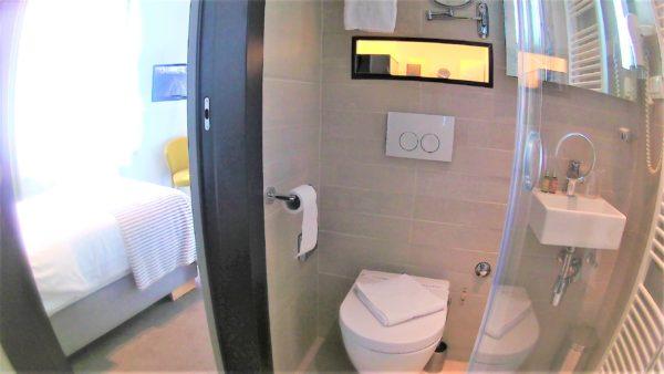 クロアチアのザグレブのLivris Hotel(リビリスホテル)の浴室