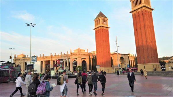 カタルーニャ広場とメトロは近い