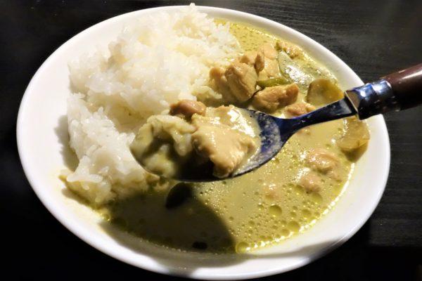 レトルトなのに本格的なタイカレーが味わえるヤマモリのプレミアムグリーンカレー
