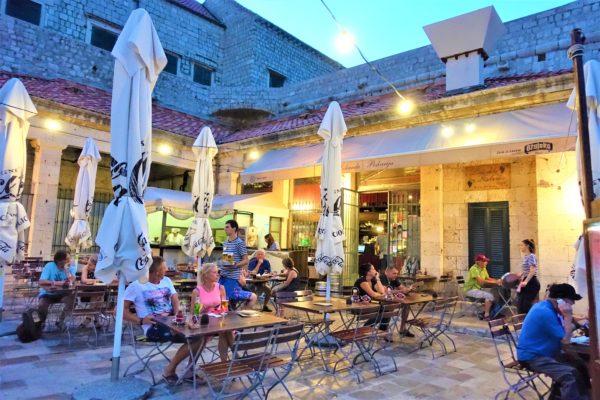 城壁の街ドブロブニクで海を見ながら食事ができるおすすめのレストランKONOBA