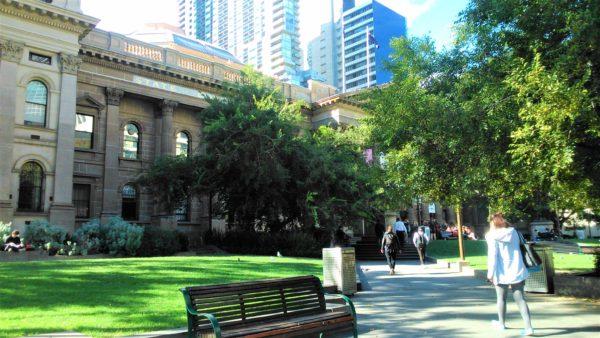 オーストラリアのメルボルンのビクトリア州立図書館の入口
