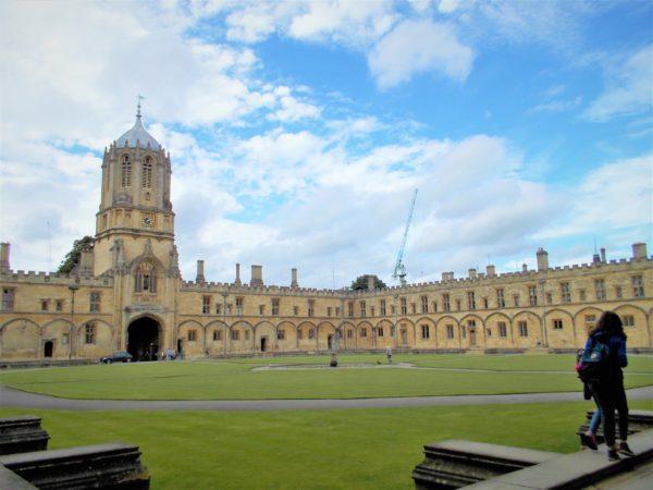 ハリーポッターのロケ地であるオックスフォード大学を観光