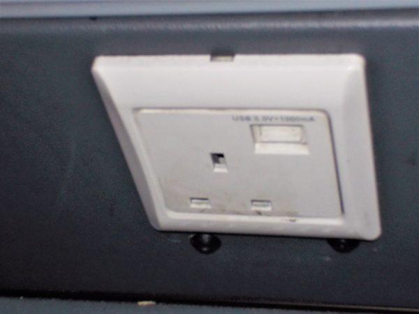 megabus(メガバス)の車内には充電用コンセントがある