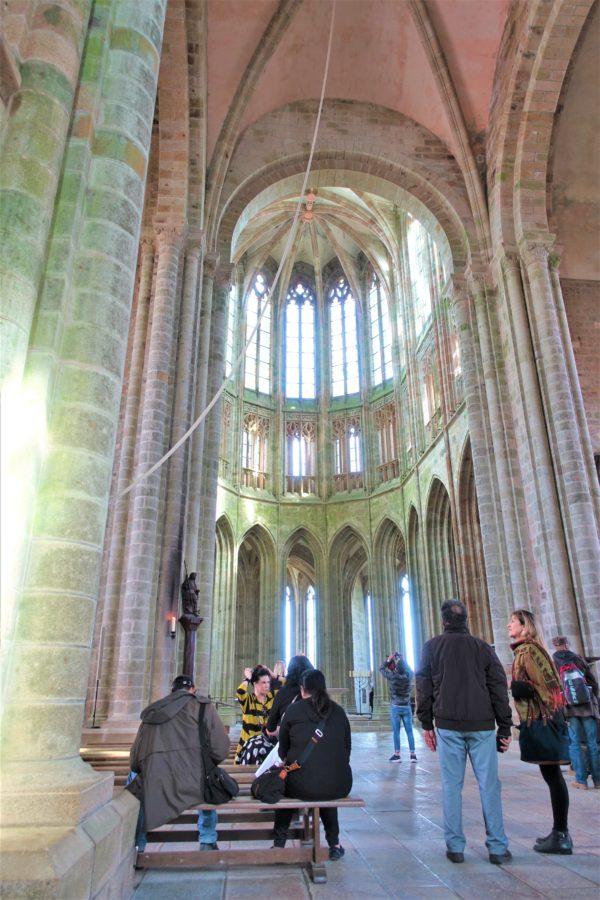 モンサンミッシェルの修道院の中の教会