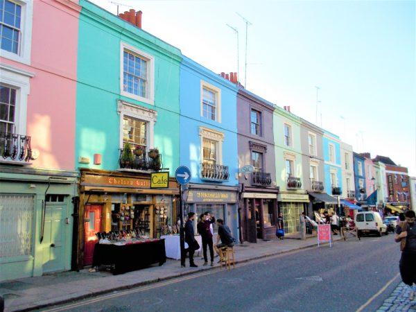 映画ノッティングヒルの恋人のロケ地であるポートべロー ストリート マーケット(Portobello Road Market)