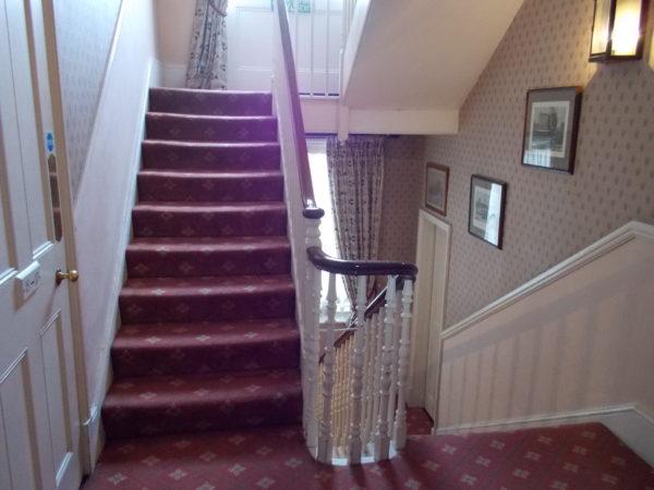 アビーコートホテル(Abbey Court Hotel)の階段