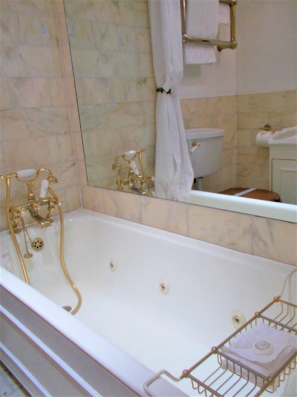 アビーコートホテル(Abbey Court Hotel)の浴室