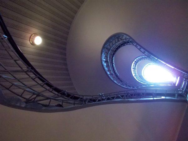 プラハのカフェGRAND CAFE ORIENTの螺旋階段