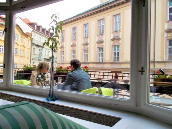 プラハのカフェGRAND CAFE ORIENTのカフェテラス